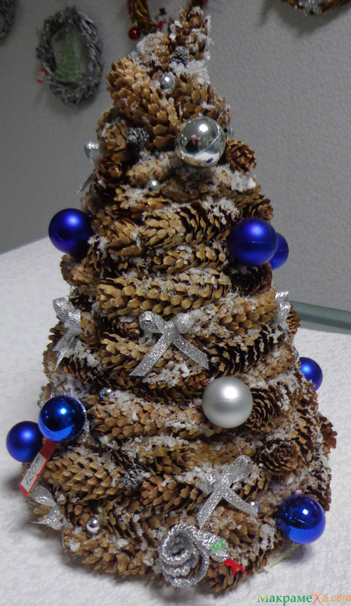Новогодняя елка из шишек своими руками