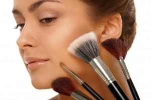Как сделать красивый профессиональный макияж самой себе в домашних условиях
